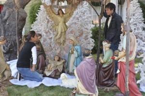 xaway-in-a-manger-pretty-little-liars-s5e12.jpg.pagespeed.ic.OOKk5mUw5H