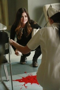 xits-not-blood-pretty-little-liars-s5e12.jpg.pagespeed.ic.pmNQOXMYZD