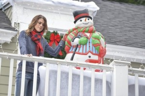xpaige-the-christmas-elf-pretty-little-liars-s5e12.jpg.pagespeed.ic.y7oA_DUs7v