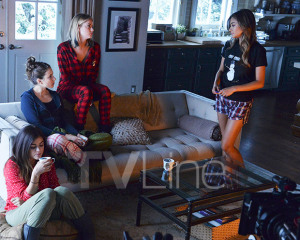 pll-christmas-photo-exclusive