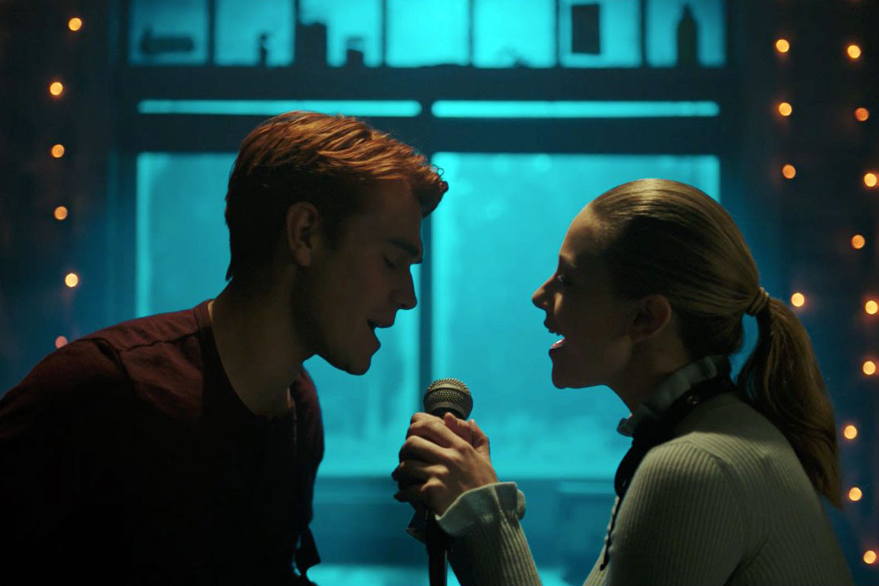 Betty and Archie Kiss on Riverdale! Do you ship it?