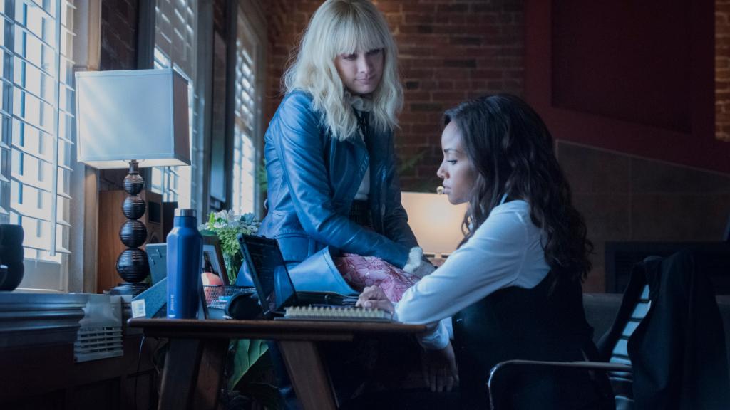 Batwoman Review Fair Skin Blue Eyes Season 2 Episode 4