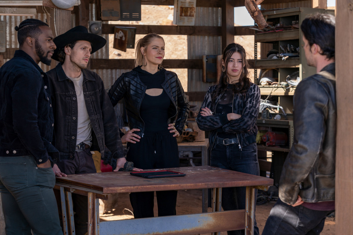 Roswell New Mexico Review Season 3 Episode 11 2 Become 1
